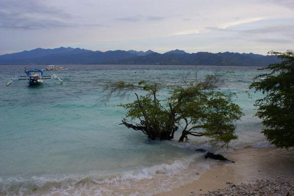 Прилив у восточного берега Гили-Травангана / Фото из Малайзии