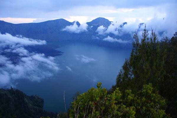Озеро Segara Anak, остров Ломбок / Фото из Малайзии