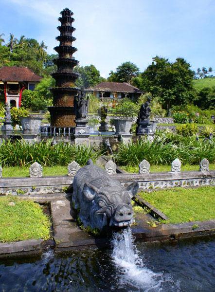 Фонтан во дворце Тиртагангга / Фото из Малайзии
