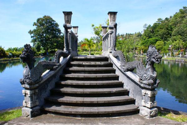 Во дворце Тиртагангга, остров Бали / Фото из Малайзии