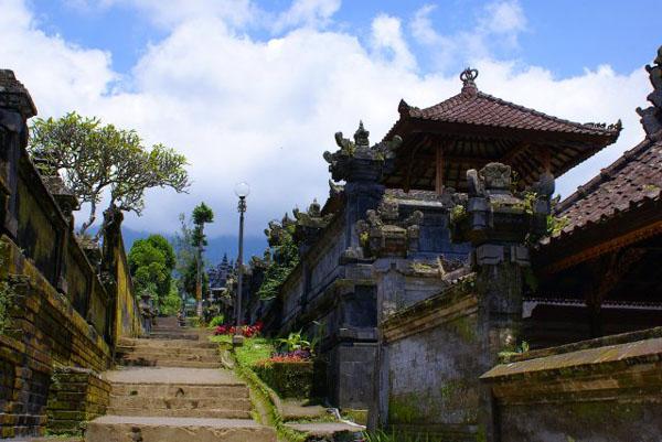 В храме Бесаких / Фото из Малайзии