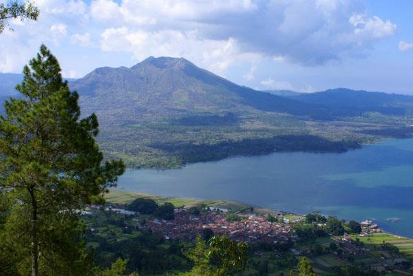 Озеро Батур / Фото из Малайзии