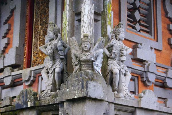 Храм в Кинтамани / Фото из Малайзии