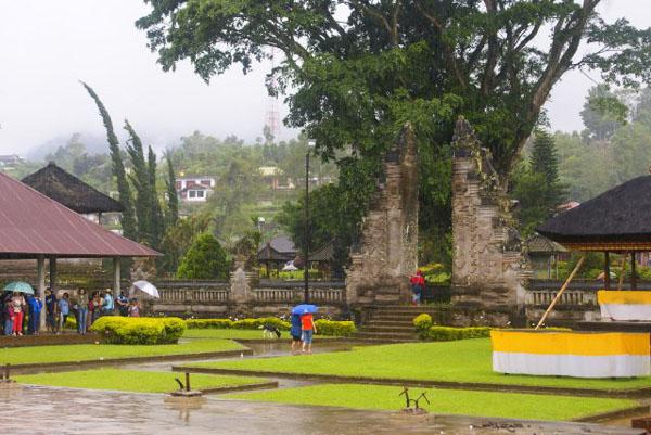 Храмы на берегу озера Братан / Фото из Малайзии