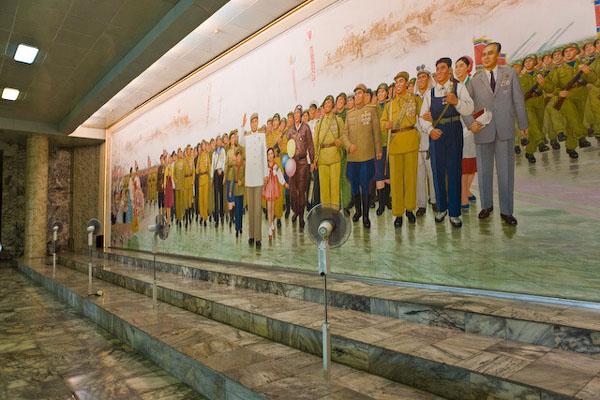 Образ Великого Вождя встречается повсюду в КНДР / Фото из Северной Кореи