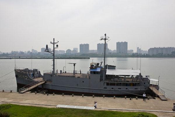 """Шпионский американский корабль """"Пуэбло"""", Северная Корея / Фото из Северной Кореи"""