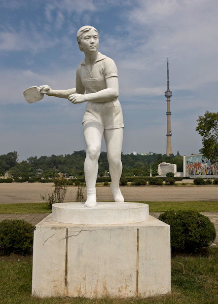 Около стадиона имени Ким Ир Сена, Пхеньян / Фото из Северной Кореи