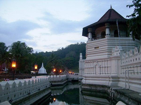 Храмовый комплекс в темноте очарователен, Шри-Ланка / Фото со Шри-Ланки