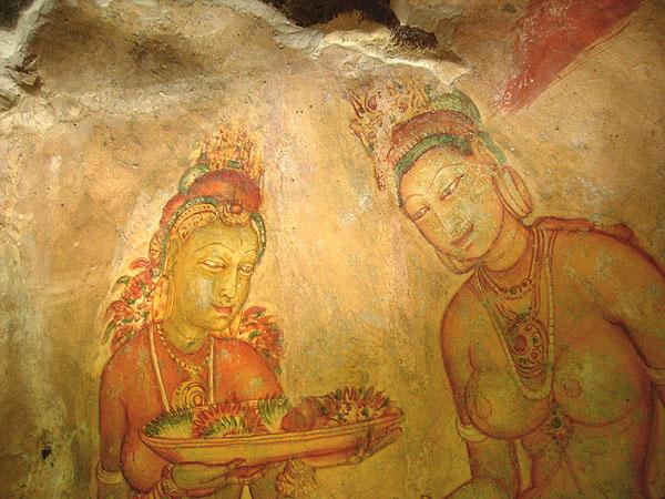 Излюбленный мотив сигирийской стенописи - обнаженные женщины-танцовщицы / Фото со Шри-Ланки