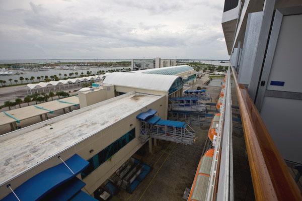 Круизный лайнер отправляется в плавание / Фото из Мексики