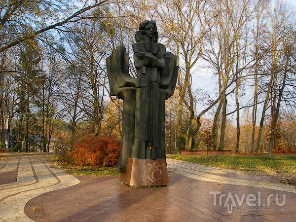 Памятник Чюрленису - одна из достопримечательностей города / Фото из Литвы