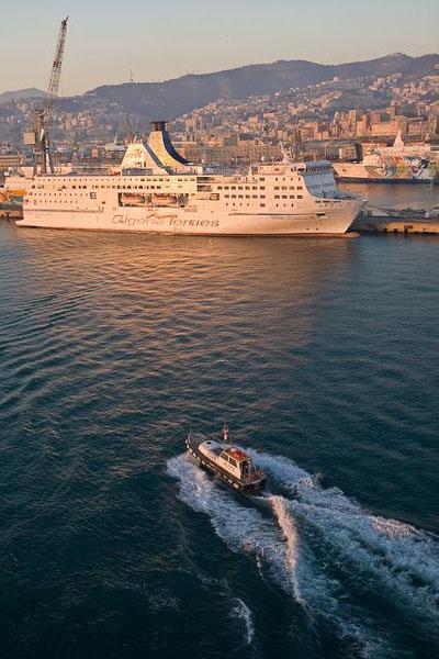 Выход из порта Генуи / Фото с Кипра