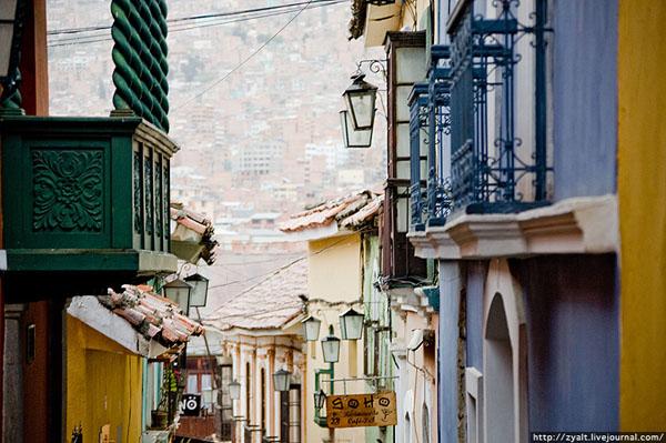 Одна из немногих улиц для туристов с налетом старины, Ла-Пас / Фото из Боливии
