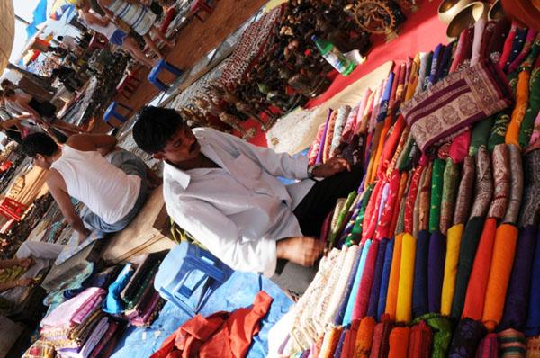 Торговля на рынке в Анджуне / Фото из Индии