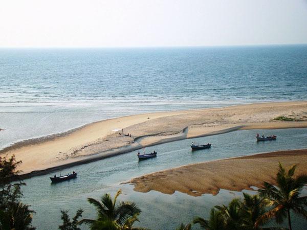 Вид на пляж у Рэди-форта, Гоа / Фото из Индии