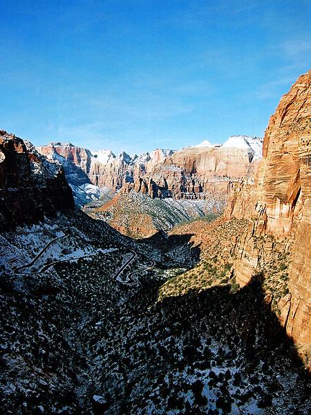 Раннее утро на тропе Canyon Overlook, национальный парк Zion / Фото из США