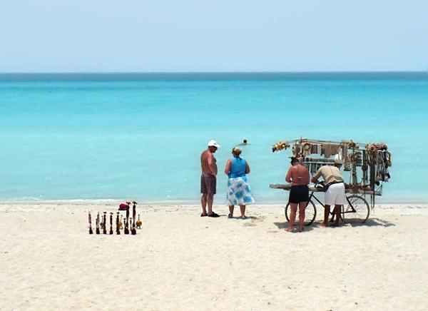 Сувениры на пляже Варадеро / Фото с Кубы