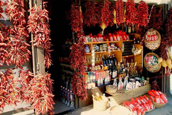 Красные перцы - традиционные сувениры из Венгрии / Фото из Венгрии