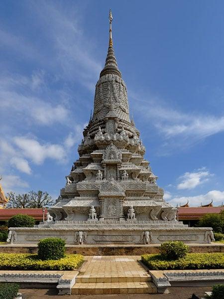 Серебряная пагода - одна из достопримечательностей Пномпеня / Фото из Камбоджи
