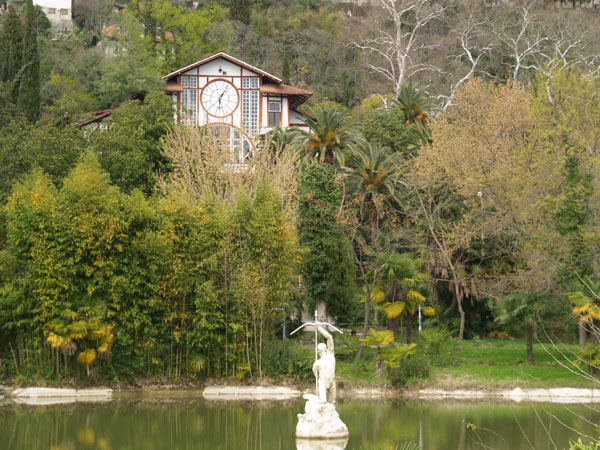 "Ресторан ""Гагрипш"" за старым парком, Гагра / Фото из Абхазии"