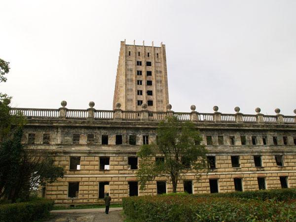 Бывшее здание правительства в центре Сухума / Фото из Абхазии