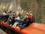 Встречный рельсомобиль с туристами / Эквадор