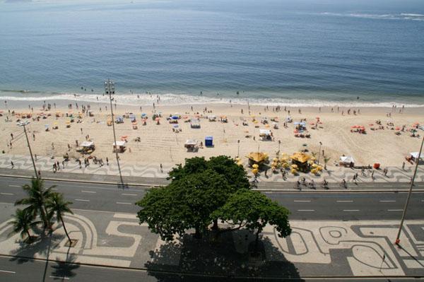 На знаменитом пляже Копакабана, Рио-де-Жанейро / Фото из Бразилии