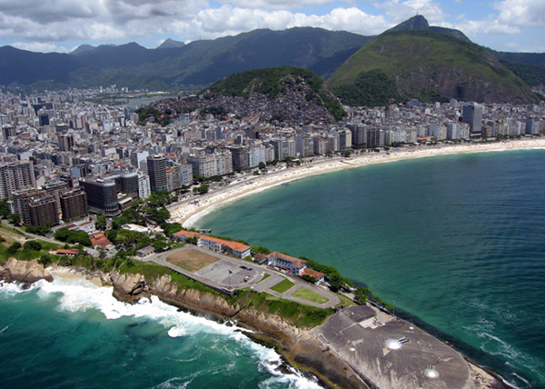 Вид на пляж и форт Копакабана, Рио-де-Жанейро / Фото из Бразилии