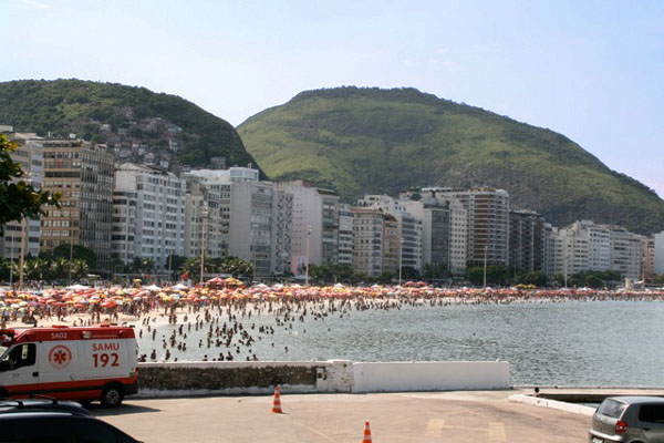 Вид на пляж с территории форта Копакабана, Рио-де-Жанейро / Фото из Бразилии