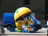 Палатка с фруктами и соками / Нидерланды