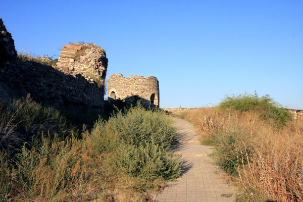Руины крепости в Скопье / Фото из Македонии