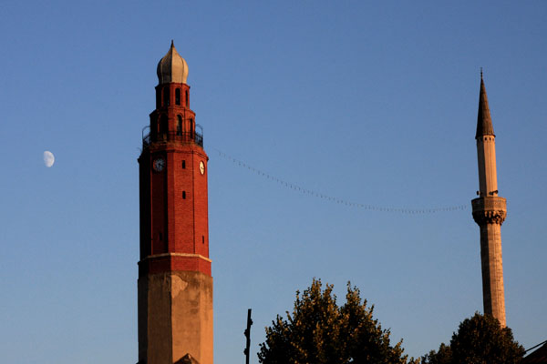 Минарет мечети султана Мурата и часовая башня, Скопье / Фото из Македонии