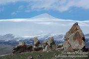 На фоне горы Арарат / Армения