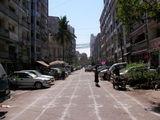 Улица в современной части города / Мьянма