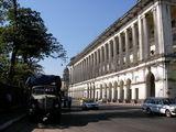 Солидные здания вдоль широких улиц / Мьянма
