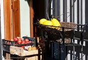 Овощной ларек в стене / Италия