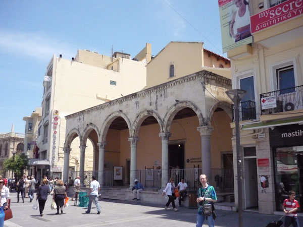 Одно из зданий в венецианском стиле в Ираклионе / Фото из Греции