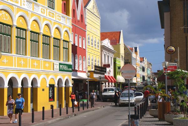 Улицы города Виллемстад на Кюрасао / Фото с Кюрасао
