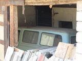 Машина в гараже / Сербия