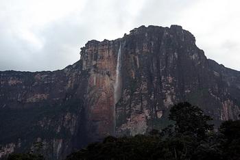 На виду у водопада / Венесуэла
