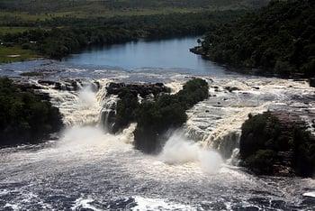 Пороги на реке / Венесуэла