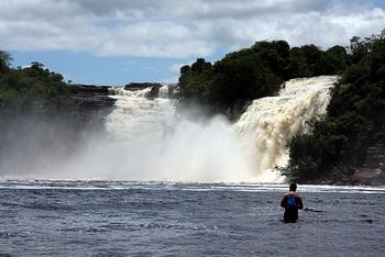 Глубина и сильное течение / Венесуэла