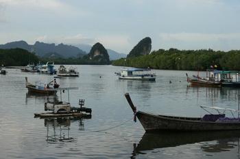Краби. Вид на реку со стороны центра города / Таиланд