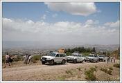 Экипажи автомобилей на фоне пейзажа / Эфиопия