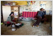 Внутри дома, где выдается разрешение на прогулку к озеру / Эфиопия