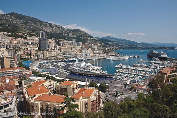 Бухта Монако заполнена самыми разными катерами и яхтами / Фото из Монако