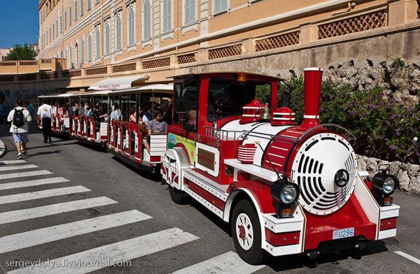 Туристический паровозик объезжает все Монако за полчаса / Фото из Монако