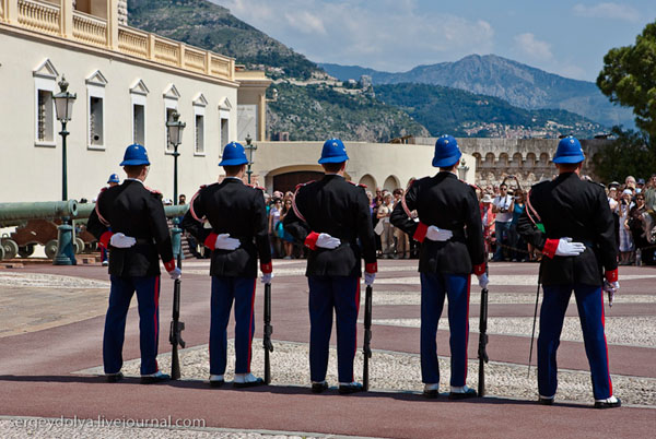Смена караула перед Княжеским дворцом Монако / Фото из Монако