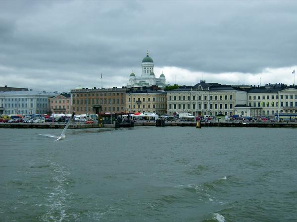 Добраться в Суоменлинну можно только по воде / Фото из Финляндии