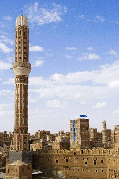 Один из высоких минатеров Старого города Саны / Фото из Йемена
